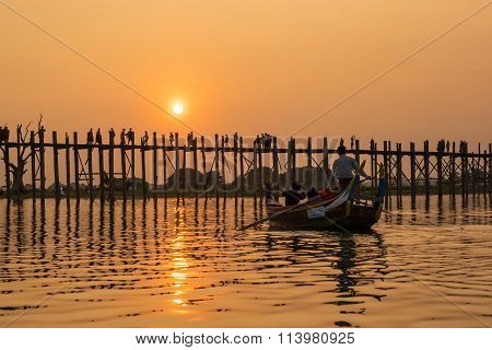 ightseeing at U Bein bridge, Lake in Amarapura, Mandalay