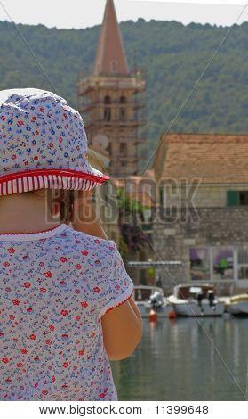 Little tourist sightseeing