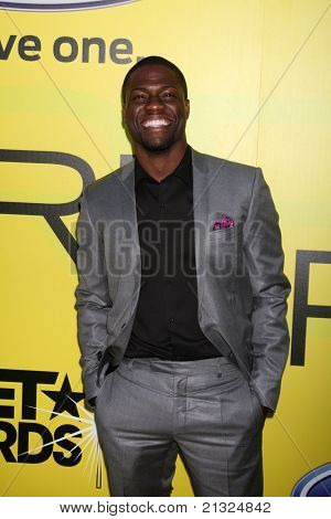 LOS ANGELES - JUN 25:  Kevin Hart arriving at the 5th Annual Pre-BET Dinner at Book Bindery on June 25, 2004 in Beverly Hills, CA