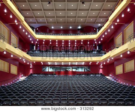 Asiento del vacío rojo teatro
