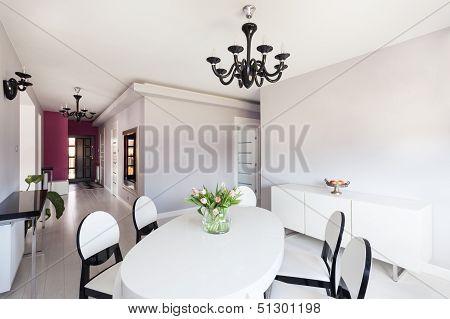 Vibrant Cottage - Bright Interior