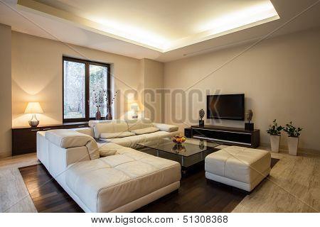 Travertine House: Horizontal View On Interior