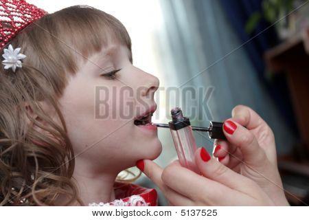 Teen Put On Lipstick
