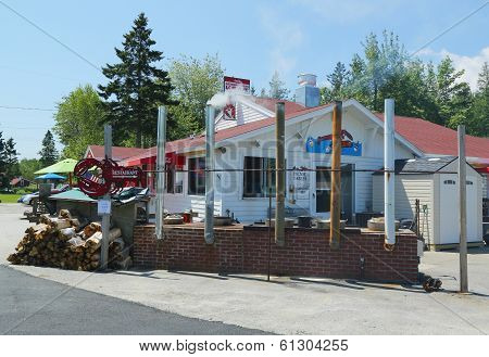 Traditional lobster pound restaurant in Maine