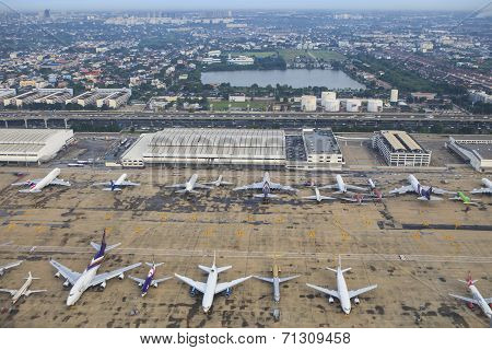 Bangkok Thailand August 20 : Passenger And Comercial Plane Parking On Donmuang Airport Runways On Au