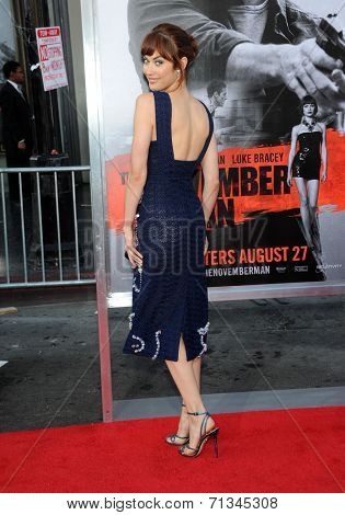 LOS ANGELES - AUG 13:  Olga Kurylenko arrives to the