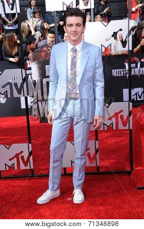 LOS ANGELES - APR 13:  Drake Bell arrives to the 2014 MTV Movie Awards  on April 13, 2014 in Los Angeles, CA.
