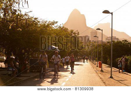Rio de Janeiro Sunset Cycling and Walking