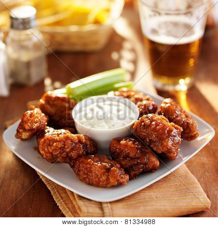 boneless buffalo bbq chicken wngs with ranch sauce and beer