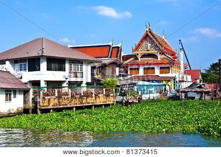 BANGKOK, THAILAND - DEC 27, 2012: temple at the river Mae Nam Chao Phraya in Bangkok