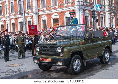 General on SUV on parade in Tyumen