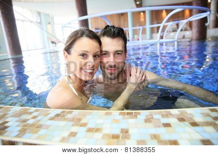 Couple enjoying thalassotherapy treatment
