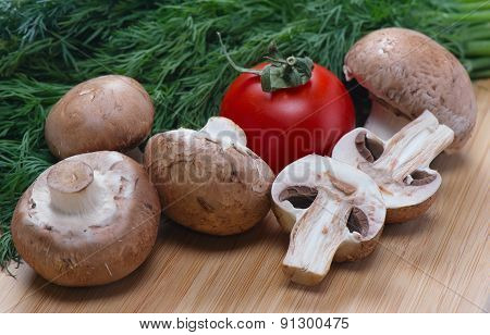 Royal mushrooms tomato and fennel lie on the board