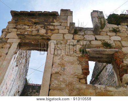 Restoring Castle Kastilac