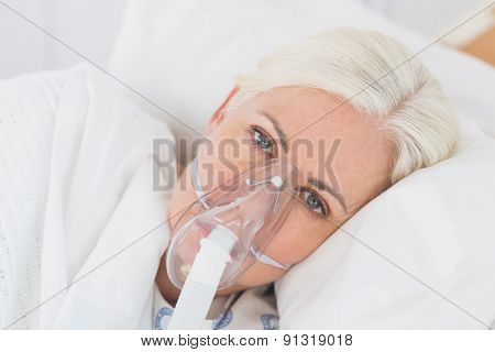 a patient with an oxygen mask in the hospital
