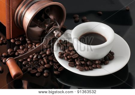 White Cup With Old Neapolitan Grinder Coffee