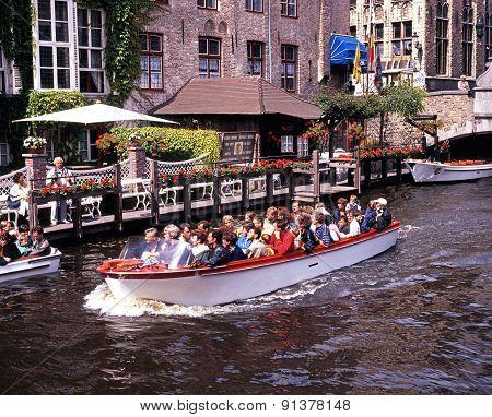 Pleasure boat, Bruges.