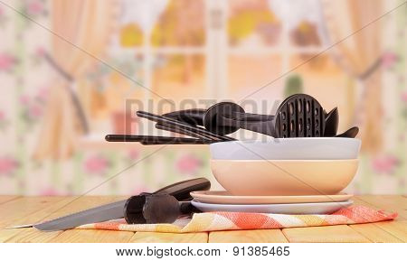 Black kitchen tableware