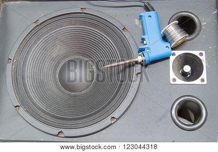 loudspeaker Old black Waiting to be repaired