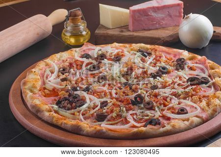Traditional Calabresa Pizza