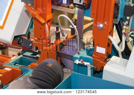 band saw cutting tool steel bar by automatic feed