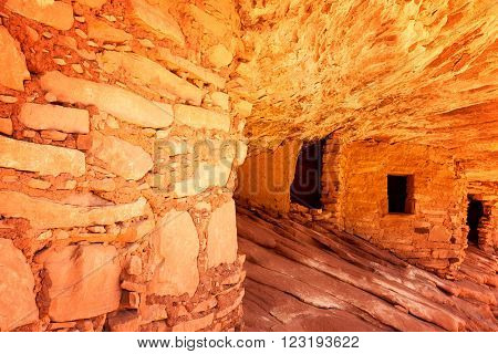 The 800 year old Anasazi ruins of Mule Canyon, known as The House of Fire, because when the sun hits the rock, it appears to glow as if on fire. Cedar Mesa, Utah, USA