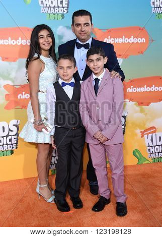 LOS ANGELES - MAR 12:  Buddy Valastro, Sofia Valastro, Marco Valastro & Buddy Valastro  arrives to the Nickeloden's Kid's Choice Awards 2016  on March 12, 2016 in Hollywood, CA.