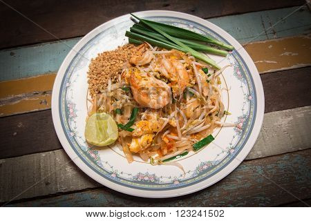 thai style noodle fire with shrimp call Pad Thai