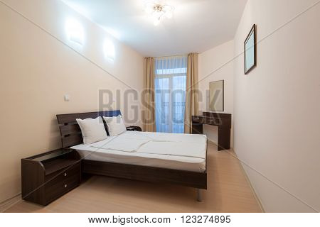 nice apartment refitted, bedroom with a double bed