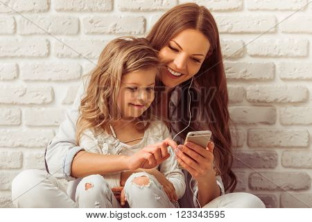 Mom, Daughter And Gadget