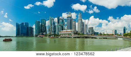 SINGAPORE, FEBRUARY 22 2016 : Singapore skyline and view of the financial district, Singapore on February 22 2016