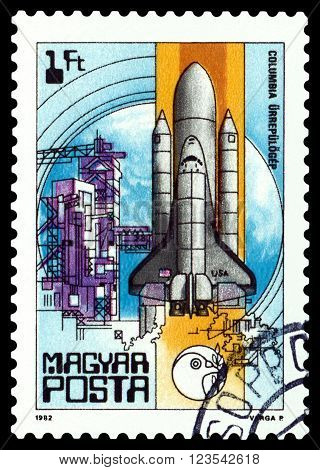 HUNGARY - CIRCA 1982: A stamp printed in Hungary shows Columbia Space Shuttle from the series