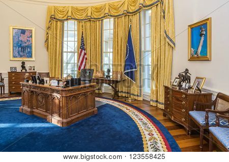 Little Rock, Ar/usa - Circa February 2016: Replica Of White House's Oval Office In William J. Clinto