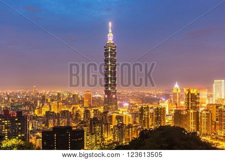 Taipei, Taiwan skylines building at dusk