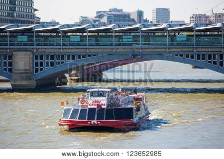 LONDON, UK - SEPTEMBER 10, 2015: Blackfairs bridge and tourist's boat, view from the river Thames