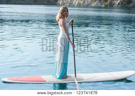 bride stand up paddleboard. bride stand up paddleboard01