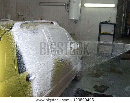 contactless car washingapplication of detergent by spraying.