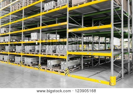 shelving gravity for pallets in a modern factory