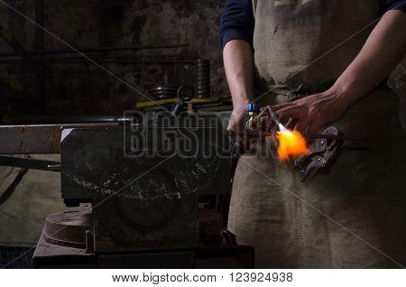 Craftman keep welding stuff in a hand