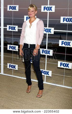 LOS ANGELES - 5 de AUG: Martha Plimpton arribando a la fiesta de FOX TCA verano 2011 en Gladstones Aug