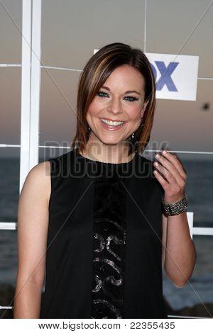 LOS ANGELES - 5 de AUG: Tina Majorino arribando a la fiesta de FOX TCA verano 2011 en Gladstones Augus