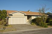 picture of short-story  - Single family house with one story and a short driveway - JPG