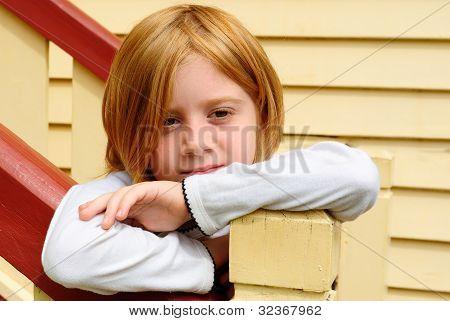 traurig und einsam young blond girl