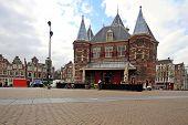 Постер, плакат: Средневековые здания  De Waag в Амстердаме Нидерланды