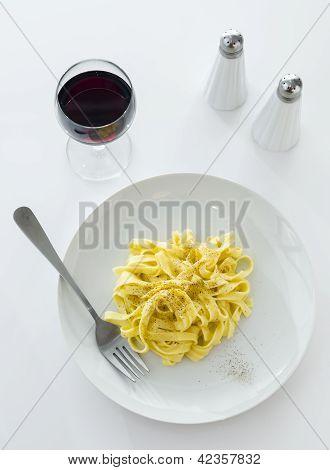 Classic Roman Fettuccine Alfredo Dish