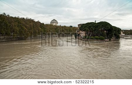Rome, Tevere swollen river   Roma,Tevere fiume gonfio