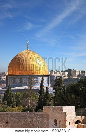 The golden dome of the mosque of Omar shines in the morning sun.