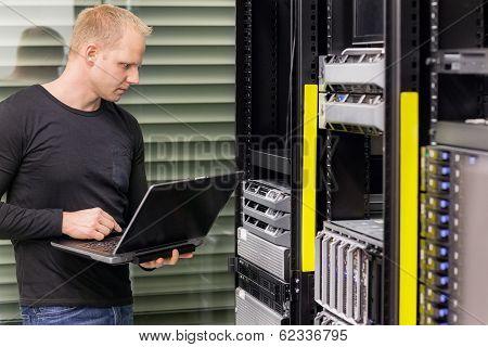 It consultant in data center