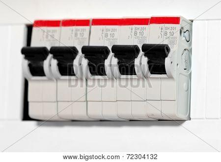 Automatic Knife-switch