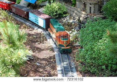 Train at Botanic Gardens